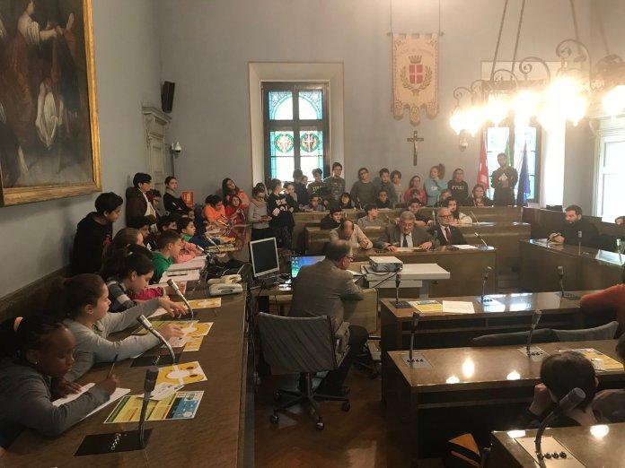 I ragazzi delle scuole medie nel Comune di Novara per