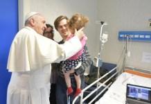 Il Papa visita il Bambin Gesù