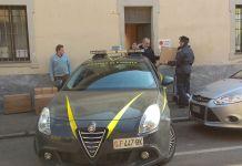 Migliaia di magliette sequestrate dalla Guardia di Finanza di Novara donate alla Caritas Diocesana