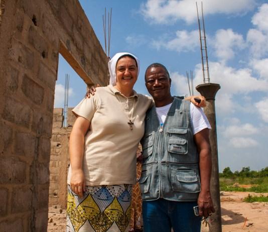 Grégoire, eroe d'Africa che libera gli incatenati: la sua testimonianza mercoledì 16 a Verbania