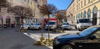 Auto parcheggiate in piazza del Rosario a Novara