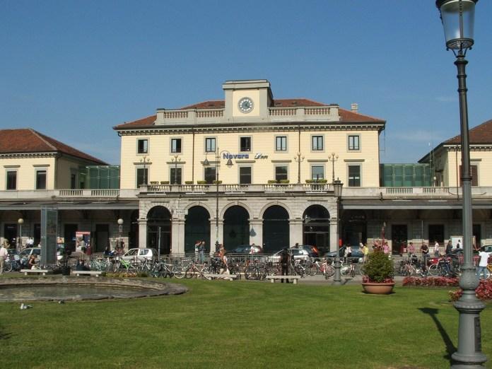Stazione di Novara senza bar e negozi