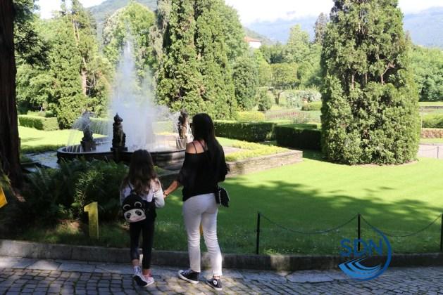 I primi visitatori dopo la riapertura dei Giardini di Villa Taranto a Pallanza