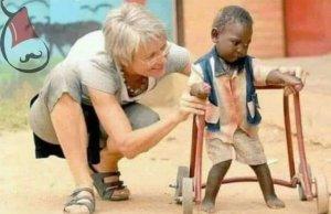 اعتنق الإنسانيةو كن إنسانا يشعر بالآخرين