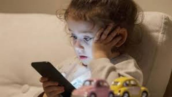 الأجهزة الذكية ستدمر طفلك....احذر