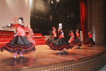 فرقة أجيال للمسرح الراقص تقدم عرضها بعنوان السندباد على مسرح قصر الثقافة في دير عطية
