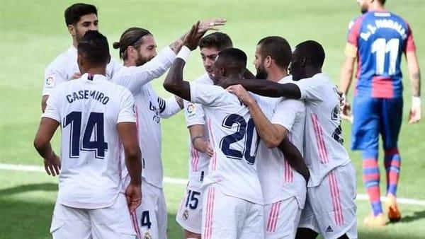 ريال مدريد يتصدر الليجا الأسباني.