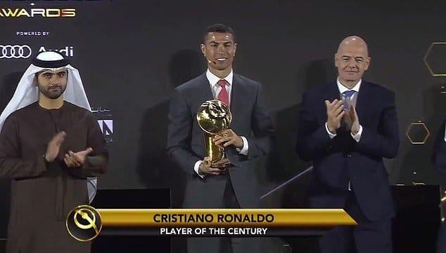 كريستيانو رونالدو يفوز بجائزة لاعب القرن في حفل جوائز جلوب سوكر