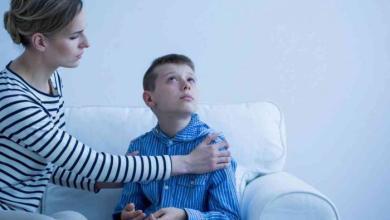 صورة 3 طرق للتعامل مع الانهيارات العصبية للأطفال التوحديين