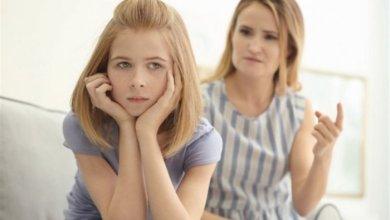 صورة دور الأم في حياة ابنتها المراهقة