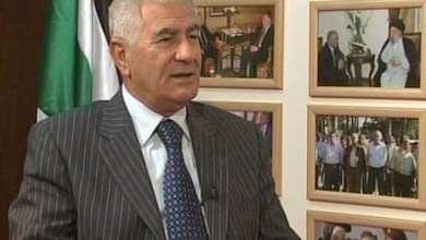 """صورة القائد الفلسطيني عباس زكي """"لو لم تكن العوائق لما دفع شعبنا آلاف الشهداء"""""""