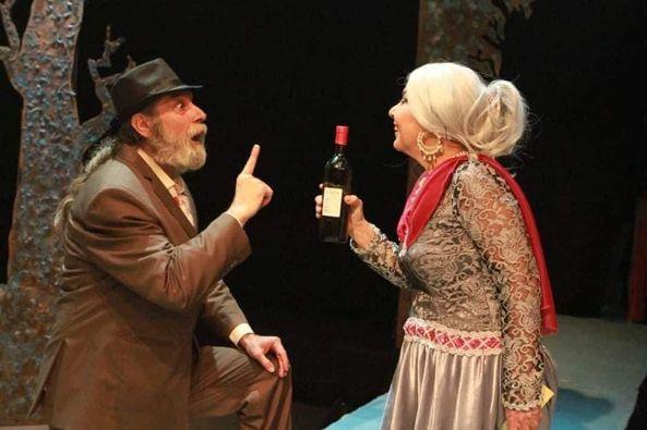 """مظهر الحكيم""""الاشجار تموت واقفة .مسرحية لاليخاندرو ماسونا ..أعدها بتصرف هشام كفارنه"""