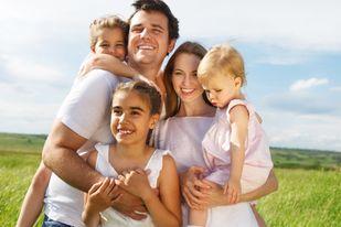 """صورة مسؤولية تربية الأطفال على مَن """"الأم أو الأب"""""""