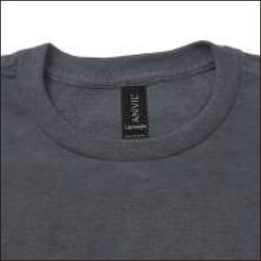 縫い目が表面に出ないシングルステッチ仕様の2cm幅 首リブ(880は1.3cm幅 首リブ)