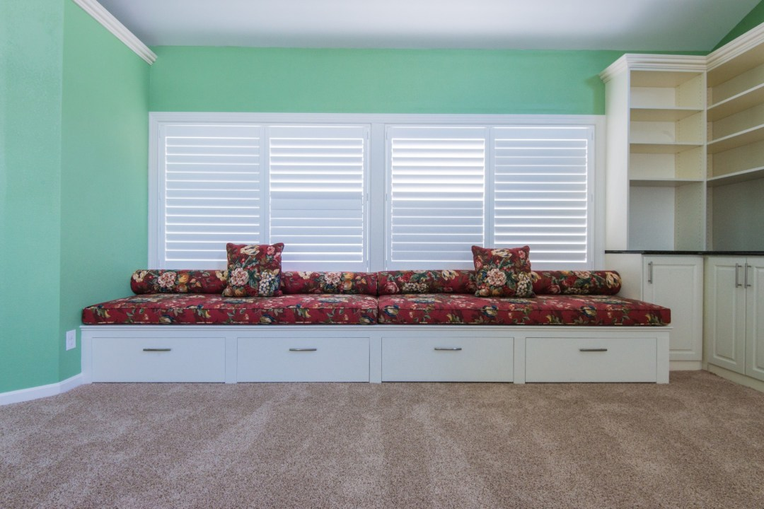 October Glory Great Room Addition in Bear Trap Dunes, Ocean View DE with Bench Seats with Pull-Out Drawers