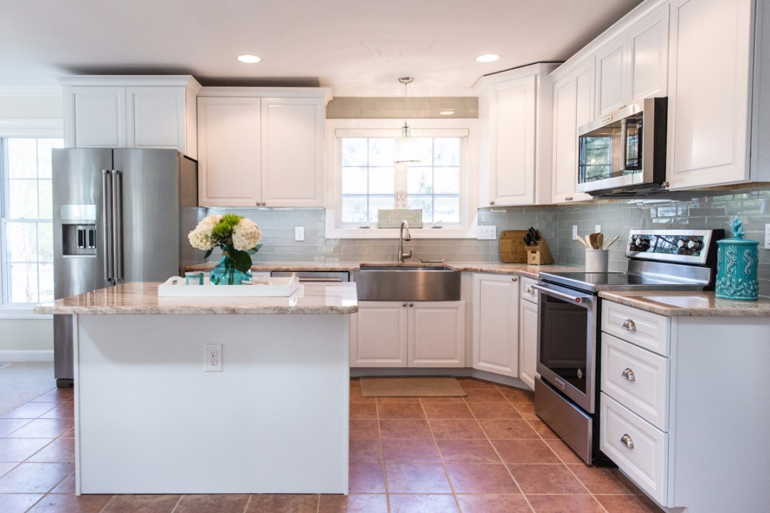 Traditional Kitchen Renovation in Pine Tree, Bethany Beach DE with Center Island and Brown Floor Tiles