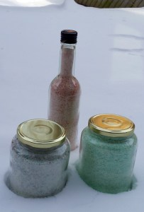 Homemade bath salts -- www.seamofmypants.com