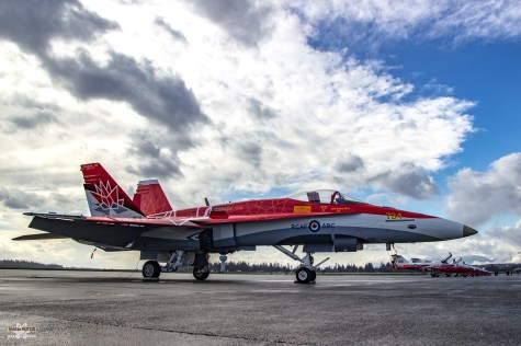 snowbirds-and-cf-18-comox-2017-sean-costello-9693