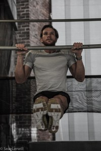 seanlerwill commando pull-up pullup on scaffolding bar in new york high line black shorts grey tshirt heard hair