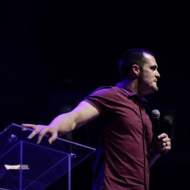 derek-carr-at-altar-conference