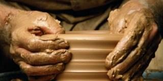 Deus se tornou barro e o homem oleiro?