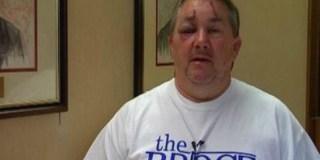 Pastor Norman Hayes foi agredido por militante ateísta após culto