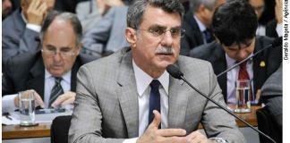 Romero Jucá, relator, apresentou voto contra o fim do mandato vitalício de ministros do STF