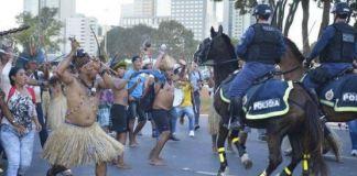 Por todo o mundo: Brasil exporta manchetes vexatórias