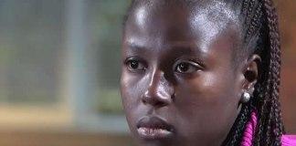 """Colaboradores da Portas Abertas na Nigéria relatam que muitas dessas meninas têm passado por situações terríveis desde que foram levadas pelos radicais. Elas têm sofrido várias formas de tortura. Ore pela libertação delas! Calorosamente recebida em seu primeiro dia de aula em um país diferente, Mercy Paul, de 18 anos, sorri empolgada – sua expressão não revela sinal algum de tudo o que ela viveu no norte da Nigéria. Mercy começou uma nova vida em um colégio interno em Canyonville, Oregon. Apenas sete meses atrás, ela foi uma das 276 meninas, em sua maioria cristãs, sequestradas por terroristas islâmicos do grupo radical Boko Haram. """"Não havia nenhuma maneira de fugir"""", diz ela. """"Eles nos disseram que iriam nos matar."""" Mercy conta como os terroristas atacaram a escola, obrigaram as meninas a entrarem nos caminhões e as conduziram para a floresta. """"Eu pulei,"""" disse Mercy, """"sem saber se eu seria capaz de andar depois ou mesmo se eu iria morrer"""". Dezenas de outras meninas também escaparam, mas, um número que passa de 200 ainda está nas mãos dos radicais. O líder dos militantes disse que todas haviam se convertido ao islamismo e seriam vendidas """"no mercado"""" como escravas. O sonho de Mercy, agora, é se tornar médica. Aprender uma nova língua e uma nova cultura – basquete, hóquei. A menina confessa que ama e sente falta de suas amigas – suas irmãs – ainda estão sendo mantidas em cativeiro, mas ela pede misericórdia para os homens que as têm maltratado. """"Na Bíblia, Deus diz que pode conversar com as pessoas, mesmo em seus sonhos. Eu oro para que esses homens encontrem a Deus, sejam perdoados e parem de fazer o que estão fazendo."""" Sua fé em Jesus permite que Mercy sorria, apesar das dificuldades. Fonte: Portas Abertas"""