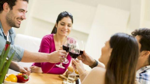 O que a ciência diz sobre a crença de que o vinho tinto faz bem à saúde