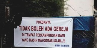 Cristãos indonésios enfrentam intolerância religiosa