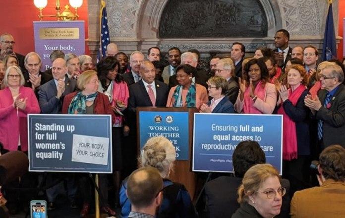 Aborto realizado até o nascimento é legalizado em Nova York - 2