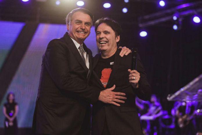 """""""O Estado pode ser laico, mas eu sou cristão"""", disse o presidente Bolsonaro"""