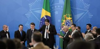 Bolsonaro recebe Bancada Evangélica após aprovação da reforma da Previdência
