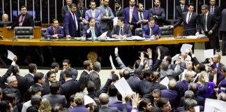 Deputados se manifestaram a favor e contra projeto de abuso de autoridade