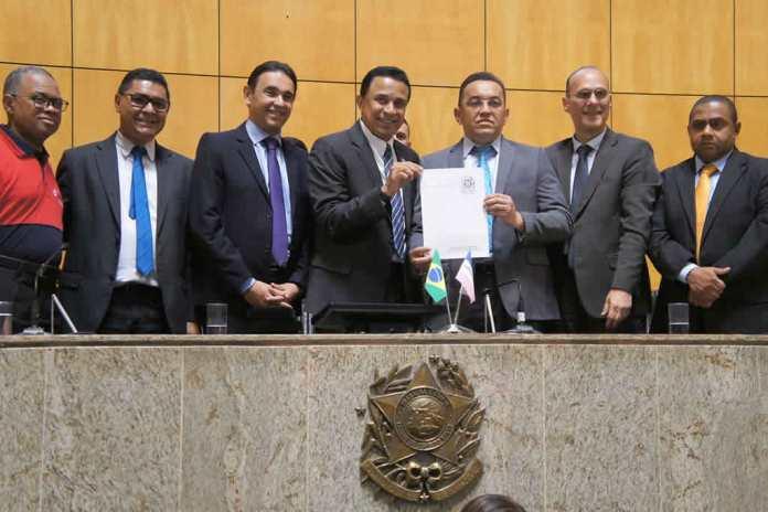 Assembleia Legislativa do ES institui o 'Dia Estadual do Obreiro Universal'