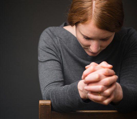Orar com entendimento e confiança dá paz ao coração!