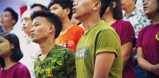 Jovens cristãos abandonam empregos para ajudar a combater o COVID-19 em Mianmar