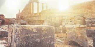 A construção do templo enfrentou oposição