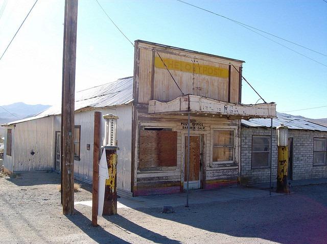 abandoned-store
