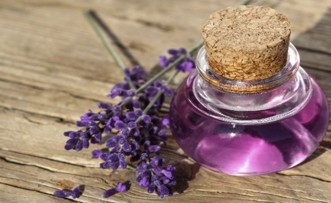 Aromatherapy Massage With Lavender Oil