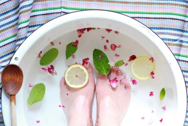 Lemon And Peppermint Foot Soak