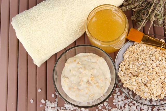 Fuller's Earth (Multani Mitti) And Oatmeal Face Pack