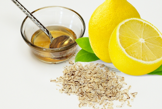 Lemon, Olive Oil And Oatmeal Face Mask