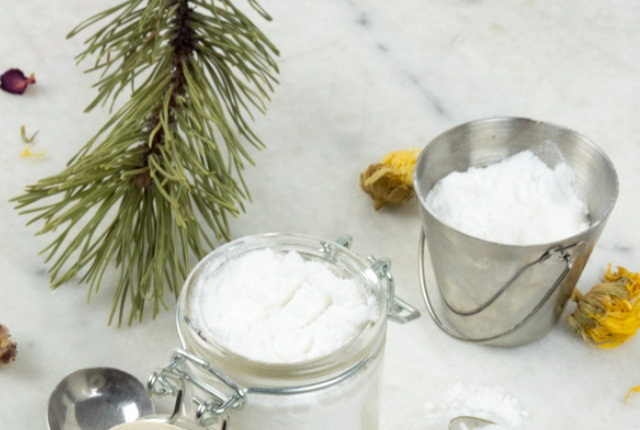Thyme Tea Tree And Baking Soda Facial Scrub