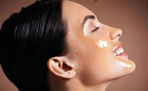 Treat Your Acne With This Delicious Honey Face Mask