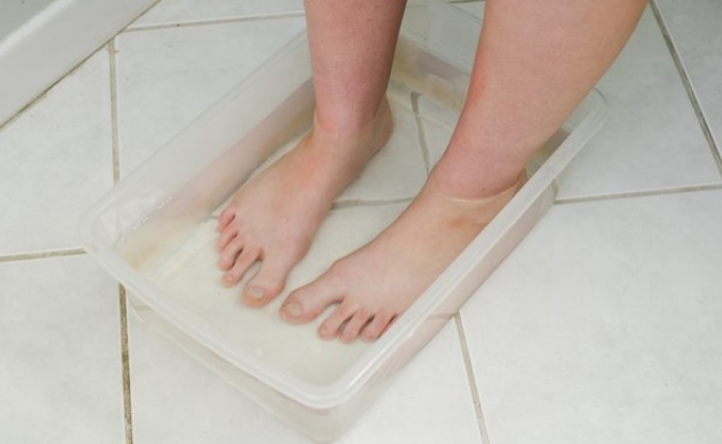 Clean Your Feet With Vinegar