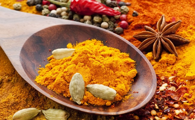 Massage With Pepper And Turmeric