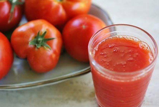 Fresh Tomato Juice To Lighten Acne Scars