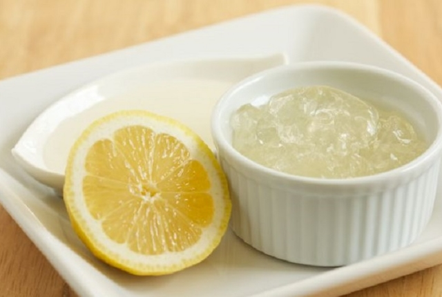 Use Lemon Juice And Aloe Vera Face Pack